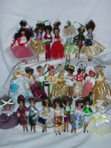 Dressed peg dolls